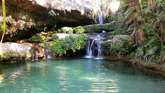 Isalo-National-Park-Waterfall-571x322